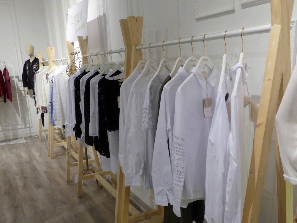 Percheros para tiendas de ropa Madrid MLY Equipamiento Comercial